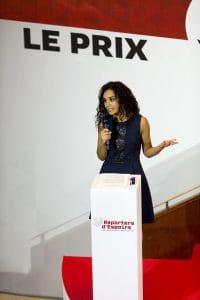 Aida Touihri, fidèle amie et ambassadrice de l'association, anime la soirée de remise du Prix Reporters d'Espoirs pour la troisième reprise.